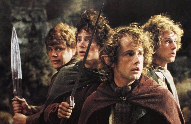 Peter Jackson fue presionado para matar a uno de los Hobbits en El Señor de los Anillos            MADRID, 29 (Culturaocio)            El director de la trilogía de 'El Señor de los Anillos', Peter Jackson, fue presionado por los productores de las pelícu