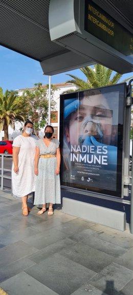 Imagen de la campaña 'Nadie es inmune' en un mupis del tranvía