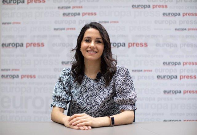 La líder de Ciudadanos,  Inés Arrimadas, durant una entrevista amb Europa Press a la seu de l'agència, a 28 de juliol de 2021, a Madrid, (Espanya).