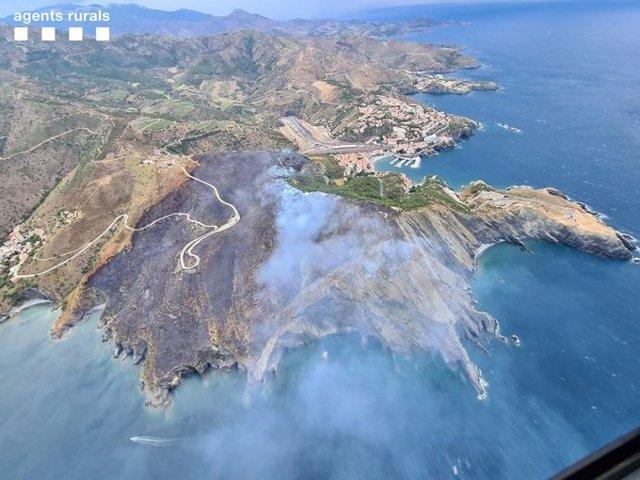 Estabilizado el incendio de Portbou (Girona) tras quemar 48 hectáreas.