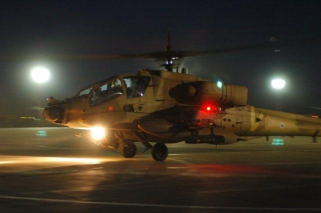 Archivo - Un helicóptero Apache de la Fuerza Aérea de Israel