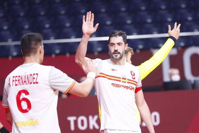 Fernández y Entrerríos en un partido de los 'Hispanos' en los Juegos Olímpicos de Tokyo 2020