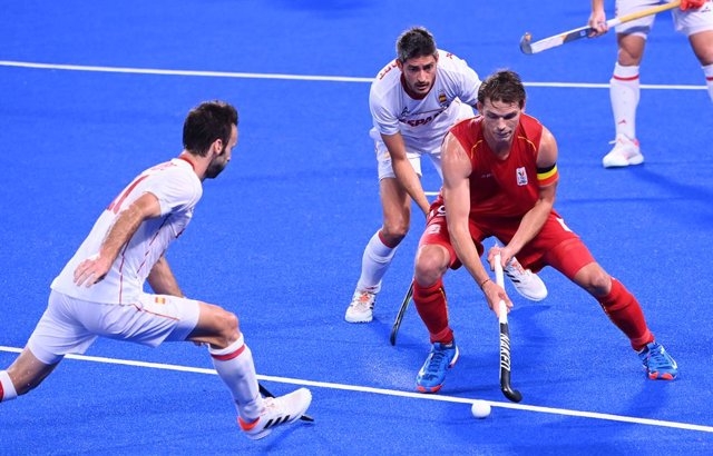 01 August 2021, Japan, Tokyo: Belgium's Felix Denayer (R) in action during the Men's Quarter-final filed hockey match between Belgium and Spain at the Oi Hockey Stadium North Pitch, in the course of the Tokyo 2020 Olympic Games. Photo: Rob Walbers/BELGA/d