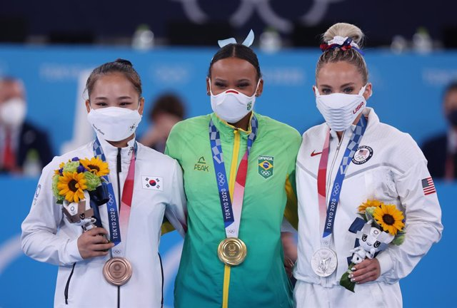 01 August 2021, Japan, Tokyo: (L-R) South Korea's bronze medallist Yeo Seojeong, Brazil's gold medallist Rebeca Andrade, and USA's silver medallist Mykayla Skinner celebrate in the course of the medal ceremony of the Women's Vault Artistic Gymnastics Fina