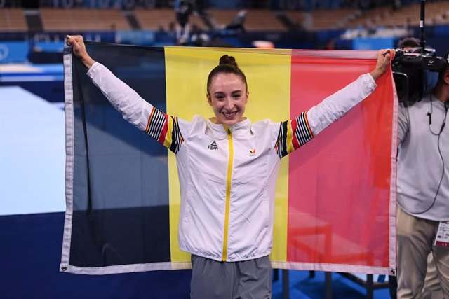 La belga Nina Derwael, or olímpic en barres asimètriques