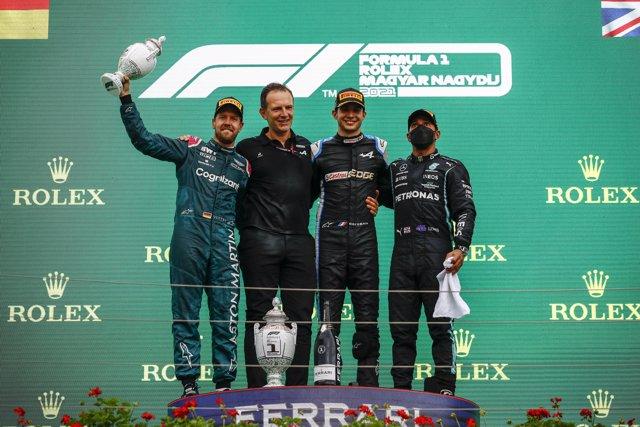 Esteban Ocon en el podio del Gran Premio de Hungría junto a Sebastian Vettel y Lewis Hamilton