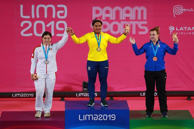 Archivo - 29 July 2019, Peru, Lima: Mexican weightlifter Aremi Fuentes (L-R), Ecuadorian weightlifter Neisi Dajomes and American weightlifter Katherine Nye celebrate on the podium after wining their medals during the Multi-sport event Lima 2019 Pan Americ