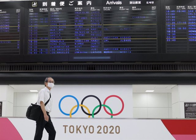 21 July 2021, Japan, Tokyo: A man walks through the arrivals area of Narita International Airport ahead of the Tokyo 2020 Olympic Games set to take place between 23 July and 08 August 2021. Photo: Hafizie Shabudin/BERNAMA/dpa