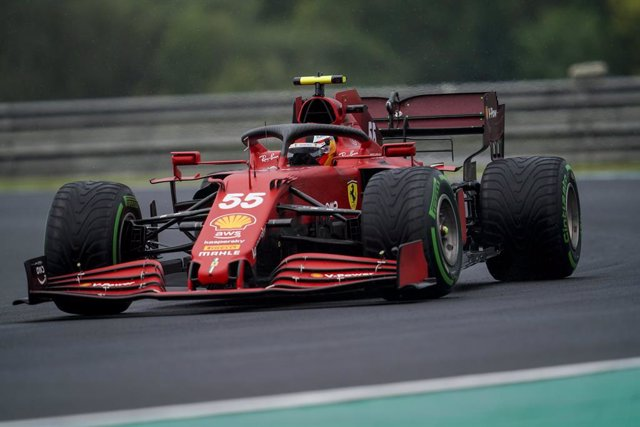 01 August 2021, Hungary, Mogyorod: Spanish F1 driver Carlos Sainz of Scuderia Ferrari in action during the Grand Prix of Hungary Formula One race at the Hungaroring track. Photo: James Gasperotti/ZUMA Press Wire/dpa
