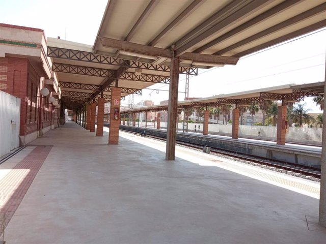 Archivo - Andén de la antigua estación de ferrocarril de Almería