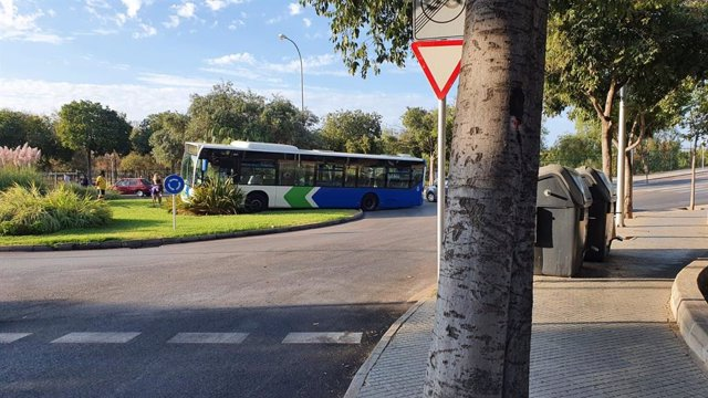 Accidente en la rotonda de Sebastià Arrom con Indalecio Prieto