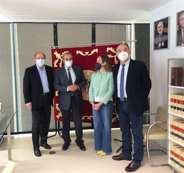 El presidente del Consultivo, Agustín S. De Vega, junto a los los consejeros Valle Ares, Francisco Ramos y Juan Vicente Herrera.