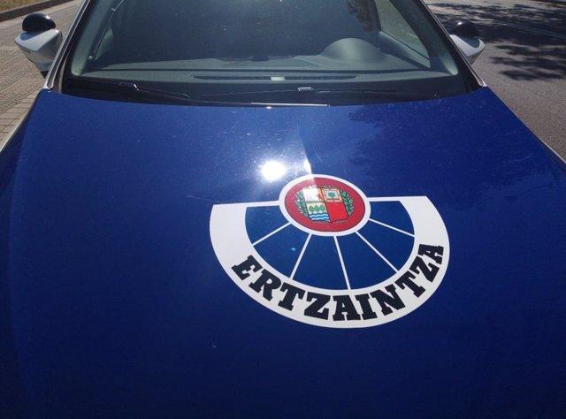 Archivo - Vehículo policial de la Ertzaintza