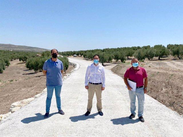 Visita del delegado de Infraestructuras Rurales de la Diputación a Valenzuela.