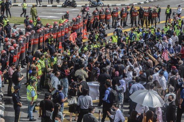 Protesta en Malasia frente al Parlamento.