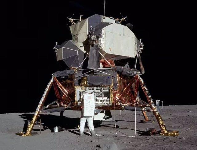 Aspecto del módulo Eagle del Apolo 11, con la etapa de ascenso en la parte superior.