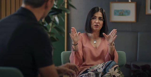 La ministra de Sanidad, Carolina Darias, en una entrevista en YouTube con David Calle (Unicoos).