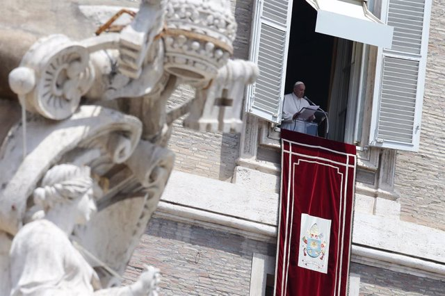 Archivo - 13 June 2021, Vatican, Vatican City: Pope Francis delivers the delivers Angelus Prayer form the window overlooking St. Peter's Square at the Vatican. Photo: Evandro Inetti/ZUMA Wire/dpa