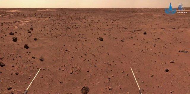 Imagen de la superficie de Marte tomada por el  rover Zhurong