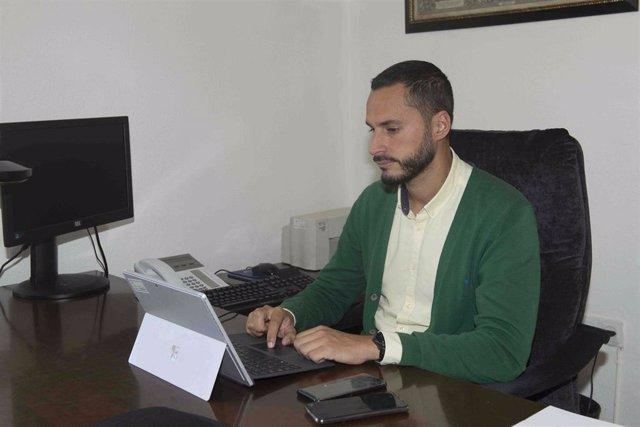 Archivo - Videoconferencia del vicepresidente segundo y diputado de Transición Ecológicay Desarrollo Urbano Sostenible, Mario Fernández, con la empresa de la Universidad de Sevilla INNOECO.