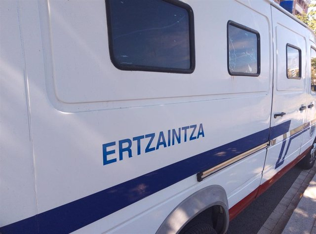 Archivo - Vehículo de la Ertzaintza