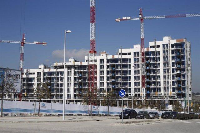 Archivo - Piso, pisos, vivienda, viviendas, casa, casas, alquiler, compra, hipoteca, hipotecas, euribor, construcción, grúa, grúas