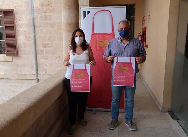 El conseller de Promoción Económica y Desarrollo Local de Mallorca, Jaume Alzamora, y la directora insular de Artesanía, Marta Jordà, presentan los VIII Premios de Artesanía de Mallorca.