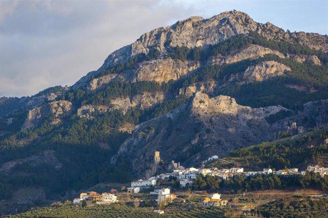 Archivo - Vista de La Iruela, en el Parque Natural de Cazorla, Segura y Las Villas.