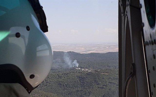 Vista del incendio forestal en un paraje de Trassierra en Córdoba.