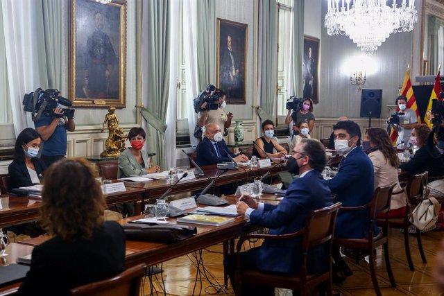 La secretària d'Estat de Transports, Isabel Pardo de Vera (1i); la ministra Portaveu i de Política Territorial, Isabel Rodríguez (2i); el secretari d'Estat de Relacions amb les Corts, Rafael Simancas (3i); el conseller d'Economia i Hisenda de la