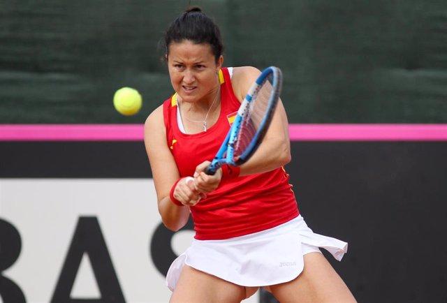 Archivo - La tenista española Lara Arruabarrena durante un partido