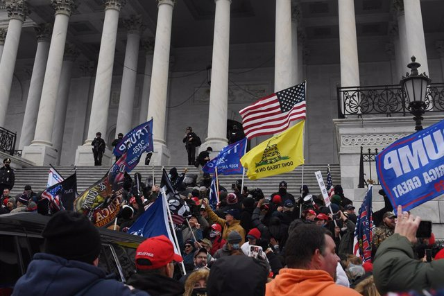 Archivo - 06 January 2021, US, Washington: Supporters of US President Donald Trump storm the USCapitol building during a Congress session to affirm President-elect Joe Biden's victory. Pro-Trump protesters stormed the USCapitol Building to interrupt Con