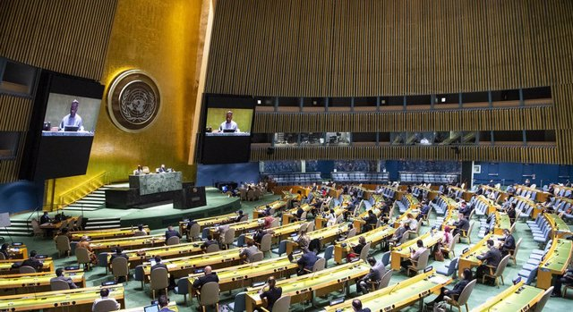 Archivo - Los delegados, con mascarilla, guardan la distancia de seguridad durante la inauguración de la 75 sesión de la Asamblea General de la ONU.