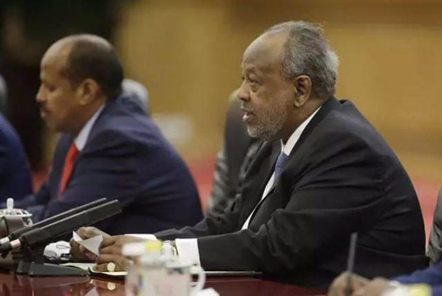 Archivo - El presidente de Yibuti, Ismail Omar Guellé