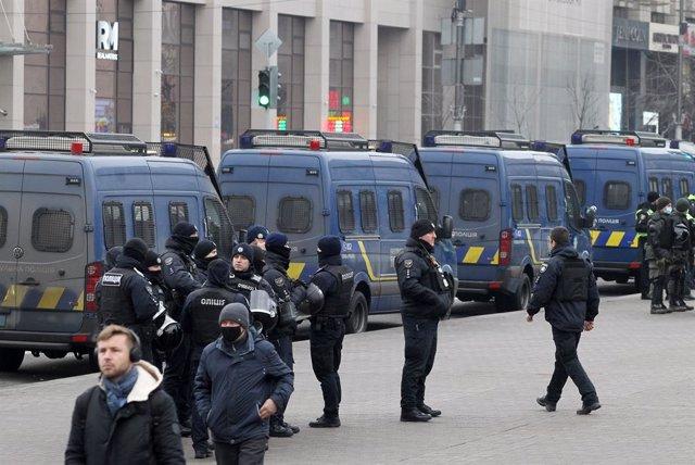 Archivo - Imagen de archivo de agentes de Policía de Ucrania.