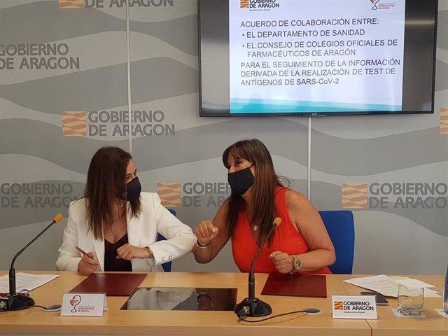 La presidenta del Consejo de Colegios Oficiales de Farmacéuticos de Aragón, Raquel García Fuentes, y la consejera de Sanidad, Sira Repollés.