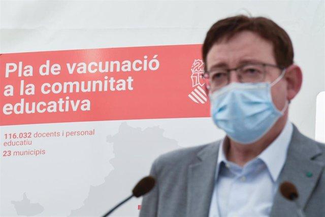 Archivo - El presidente de la Generalitat Valenciana, Ximo Puig, durante una visita al hospital auxiliar de La Fe, en Valencia, Comunidad Valenciana (España), a 14 de marzo de 2021