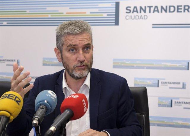 Archivo - El portavoz del equipo de Gobierno, Javier Ceruti