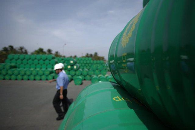 Archivo - Almacén de productos de la petrolera BP en Vietnam