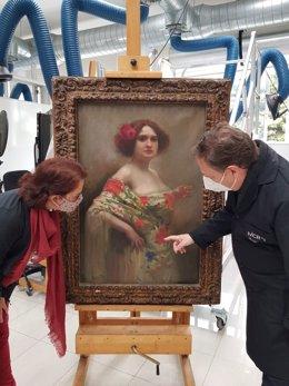 Especialistas del IVCR+i analizan una obra de arte (archivo)