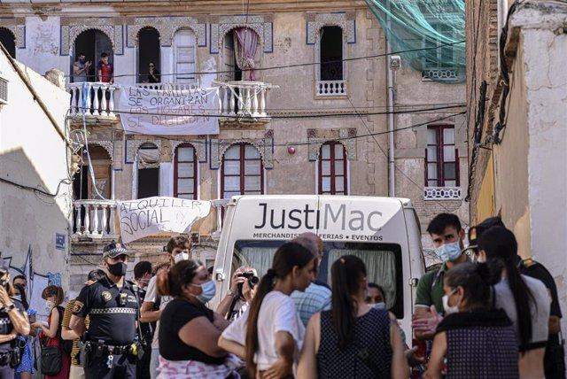 Edificios en riesgo de derrumbe en el barrio de la Creu Coberta de València