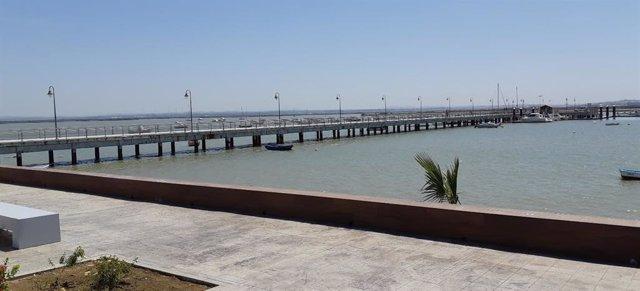 Archivo - Cádiz.- Junta invertirá un millón en el muelle de acceso a los pantalanes del puerto de Gallineras en San Fernando