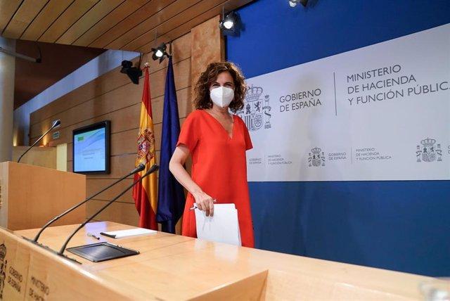 La ministra de Hacienda y Función Pública, Maria Jesús Montero, a su llegada a una rueda de prensa posterior a una reunión del Consejo de Política Fiscal y Financiera, a 28 de julio de 2021, en Madrid, (España). Durante su intervención ha informado sobre
