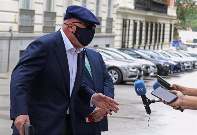 El comisario jubilado José Manuel Villarejo ofrece declaraciones a los medios de comunicación tras salir de la Audiencia Nacional para declarar en un juicio por una pieza del caso 'Tándem', a 6 de julio de 2021, en Madrid, (España)