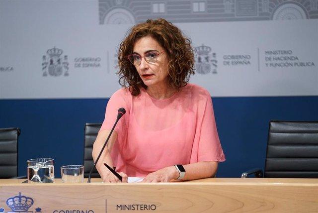 La ministra de Hacienda y Función Pública, María Jesús Montero, ofrece una rueda de prensa tras presidir la Conferencia Sectorial del Plan de Recuperación, Transformación y Resiliencia en la sede ministerial, a 2 de agosto de 2021, en Madrid (España). Est