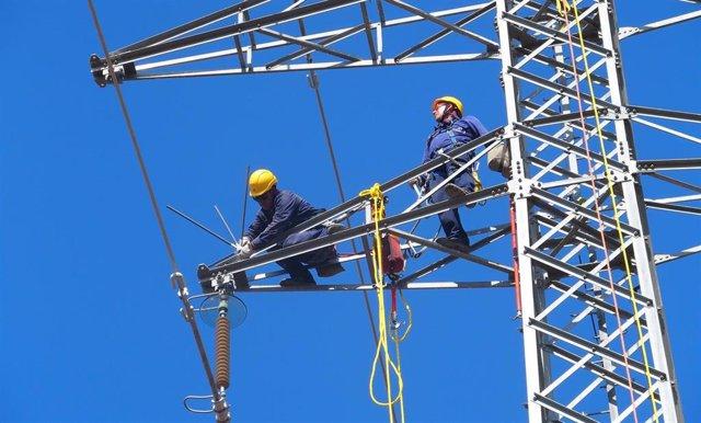 Se realizarán en 2021 en Andalucía cerca de 4.714 trabajos en tensión.