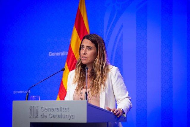 La portavoz del Govern, Patrícia Plaja, ofrece una rueda de prensa tras una reunión del Consejo Ejecutivo de la Generalitat, a 3 de agosto de 2021, en Barcelona, Cataluña, (España). Esta comparecencia se produce un día después de que el Gobierno de España