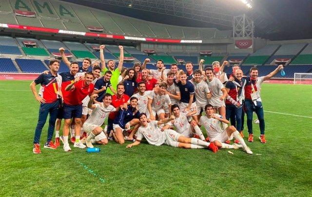 La selección olímpica española de fútbol celebra la victoria sobre Japón (0-1, en la prórroga) y el pase a la final de los Juegos Olímpicos de Tokyo 2020
