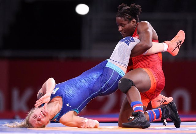 02 August 2021, Japan, Chiba: USA's Tamyra Mensah-Stock (R) and Ukraine's Alla Cherkassova in action during the Women's freestyle 68kg semifinal Wrestling bout, at the Makuhari Messe Hall during the Tokyo 2020 Olympic Games. Photo: Jan Woitas/dpa-Zentralb