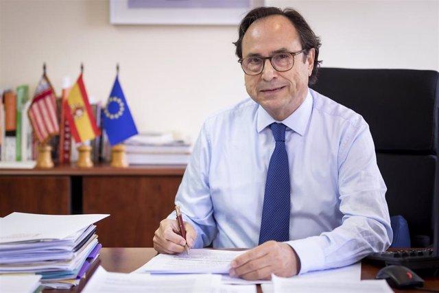 Archivo - El conseller de Hacienda y Modelo Económico, Vicent Soler